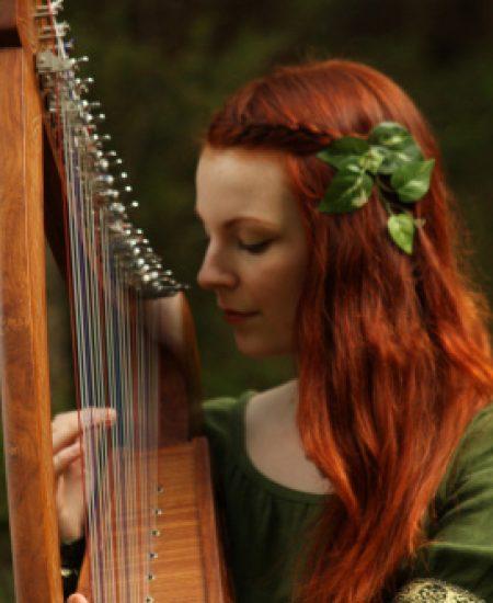 suonare-arpa-celtica