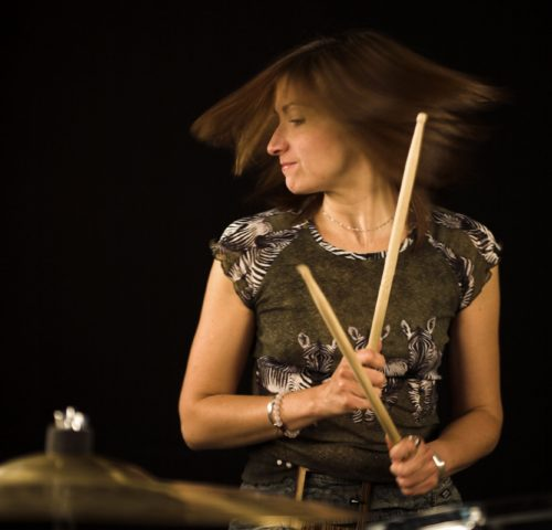 woman-drums