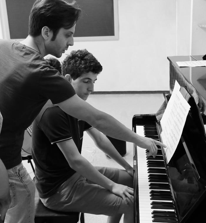 Marco Cenacchi in una lezione di Pianoforte durante il Campus Estivo 2019 a Ponte di Legno