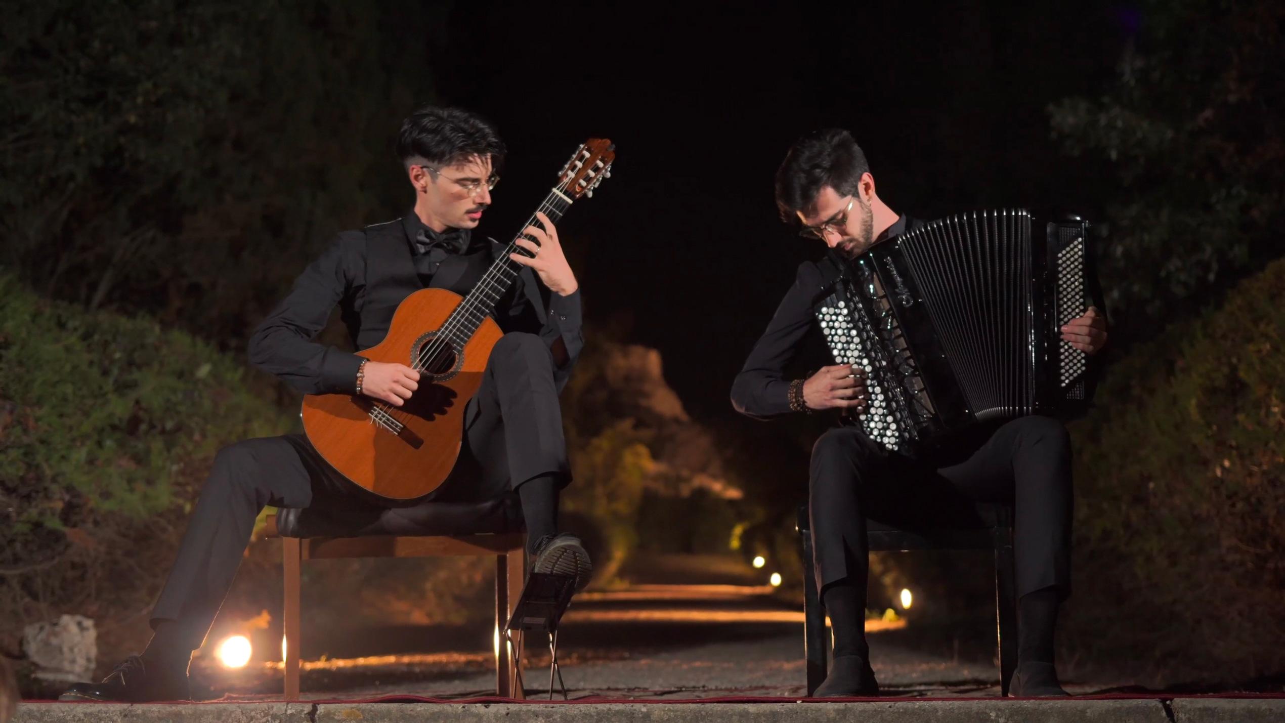 Sampolesi: fisarmonica con chitarra